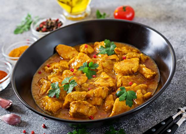 Curry con Pollo y Arroz Blanco