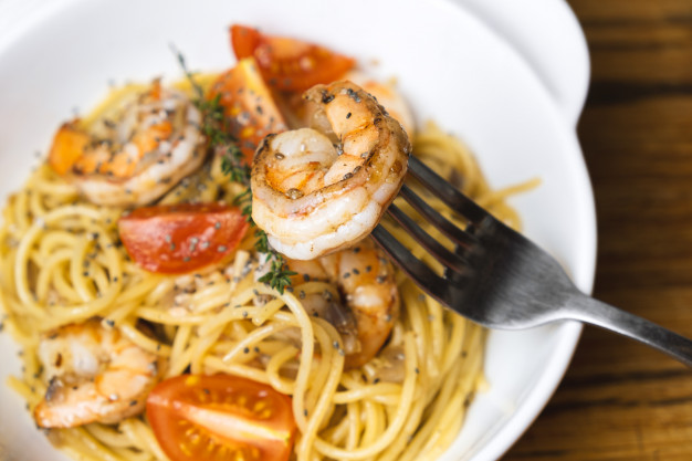 Espaguetis con Gambas y Tomates Cherry