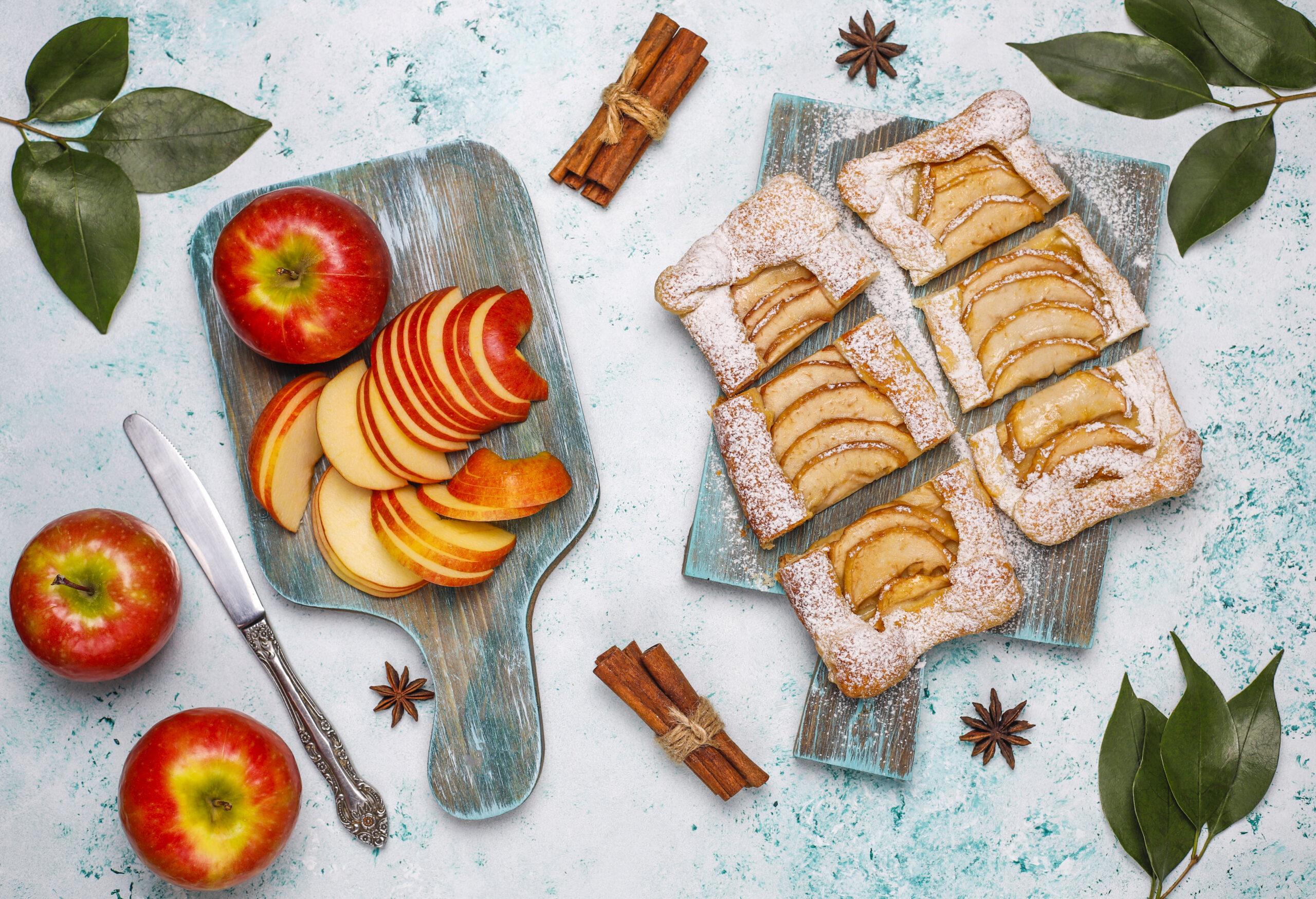Tarta de hojaldre con manzanas y crema pastelera
